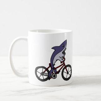 Mug Bande dessinée idiote de bicyclette d'équitation