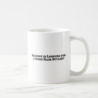 Mug Bigfoot recherche un bon coiffeur - de base