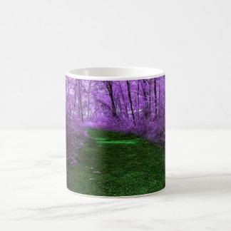 Mug Bois mystiques d'arbre pourpre et chemin de vert