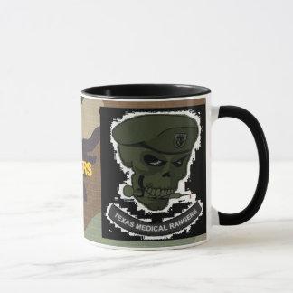 Mug camo de région boisée, crâne médical de gardes