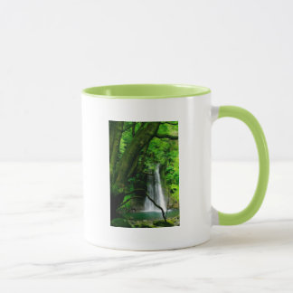 Mug Cascade dans des îles des Açores