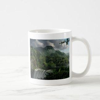 Mug Cascade dans la jungle de montagnes
