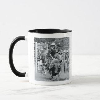 Mug Cavalier accrochant dessus au taureau s'opposant