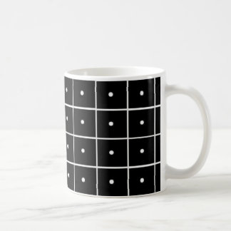 Mug Cercles de blanc de carrés noirs
