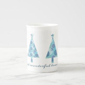 Mug Chic élégant minimal bleu d'arbre de Noël beau
