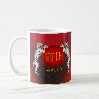 Mug Chien de monogramme de Maeda