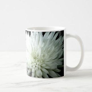 Mug Chrysanthème noir et blanc de fleur de neige