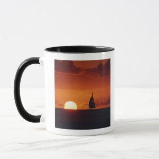 Mug Coucher du soleil et yacht 2
