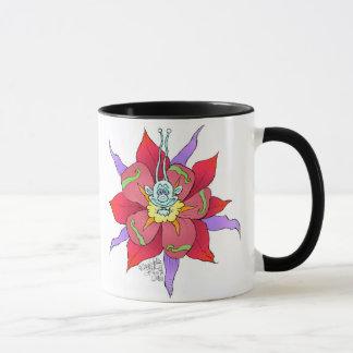 Mug Créatures de regard drôles sur des fleurs, sur une