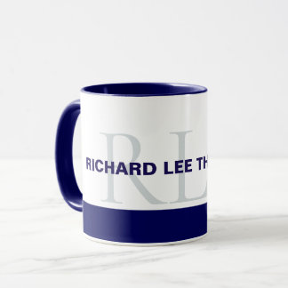 Mug décoré d'un monogramme bleu