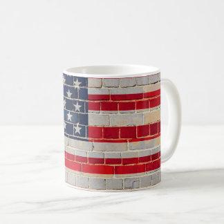 Mug Drapeau de l'Amérique sur un mur de briques