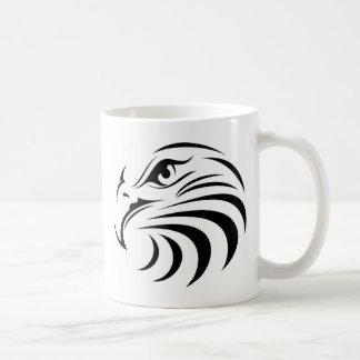 Mug Eagle font face à la silhouette