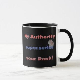 Mug Épouse d'USCG - mon autorité remplace votre rang