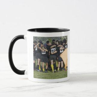 Mug Équipe de rugby se tenant en cercle
