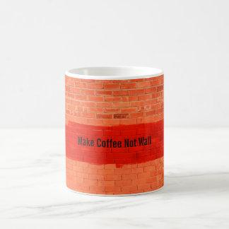 """Mug """"Faites le café ne pas murer"""" l'amusement mignon"""