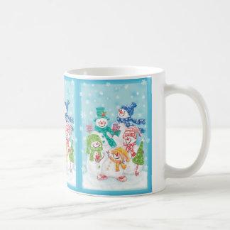 Mug Famille mignonne de bonhomme de neige de Noël dans