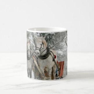 Mug Forêt de neige de char du cheval deux blanc