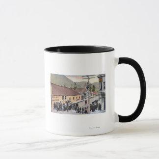 Mug Foules sur Broadway et la rue de McKinley