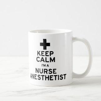 Mug Gardez l'anesthésiste calme d'infirmière