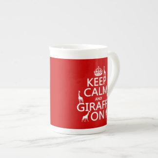 Mug Gardez le calme et la girafe sur (les couleurs de