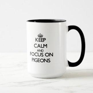 Mug Gardez le calme et le foyer sur des pigeons