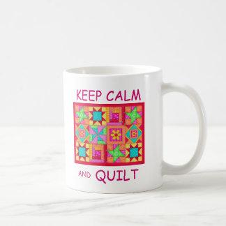 Mug Gardez le calme et l'édredon de patchwork multi de