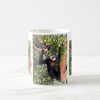 Mug Gibbon cheeked par cuir épais de mâle