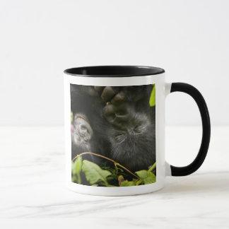 Mug Gorille de montagne juvénile et sa mère
