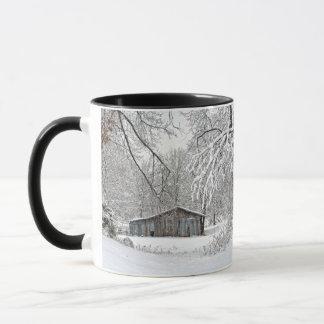 Mug Grange vintage dans la neige fraîche - Tennessee