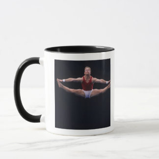 Mug Gymnaste masculin exécutant sur l'exercice de