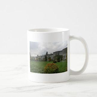 Mug Haddon Hall et jardins
