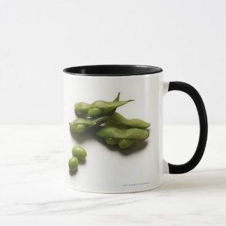 Mug haricots verts multiples d'edamame avec la cosse