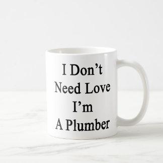 Mug Je n'ai pas besoin d'amour que je suis un plombier