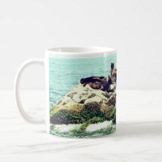 Mug Joints joyeux sur une jetée de plage du Mexique