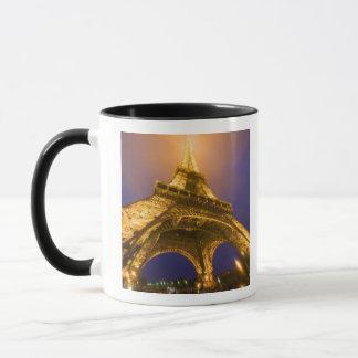 Mug La France, Paris. Recherche de la base d'Eiffel