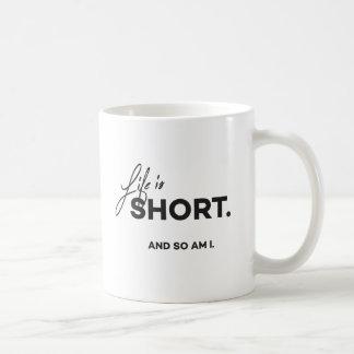 """Mug La """"vie est courte et ainsi est moi"""" attaquent"""
