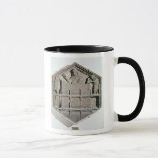 Mug L'art du bâtiment, soulagement décoratif hexagonal