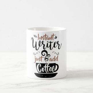 Mug L'auteur instantané ajoutent juste le café