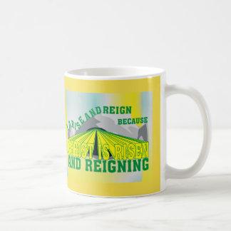 Mug Le Christ l'anglais est levé et de règne