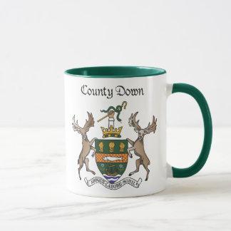 Mug Le comté attaquent vers le bas