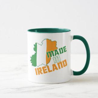 Mug Le jour de Patrick de saint fait dans le T-shirt