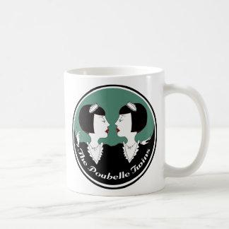 Mug Le Poubelle jumelle pendant que les domestiques