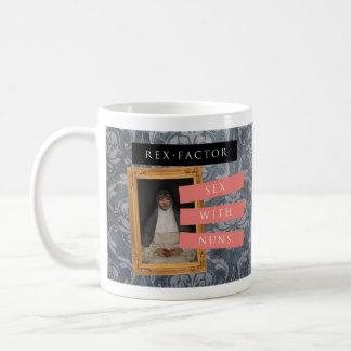 "Mug Le ""sexe avec des nonnes"" attaquent, modelé"