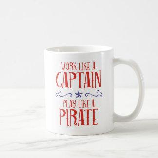 """Mug Le """"travail comme un capitaine, jeu aiment un"""