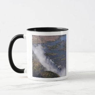 Mug Les chutes Victoria, rivière de Zambesi, Zambie -