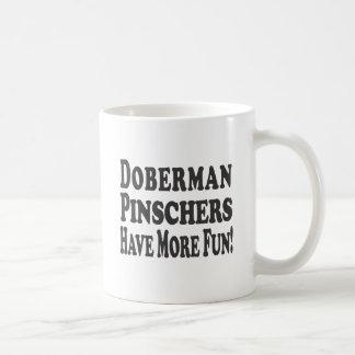 Mug Les Pinschers de dobermann ont plus d'amusement !
