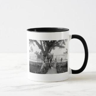 Mug L'Oust-mouche à Madame Boyles, les années 1900 tôt