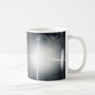 Mug lumière dans la forêt