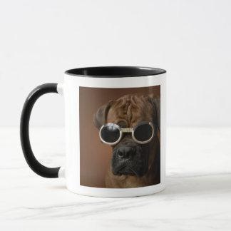 Mug Lunettes de soleil de port de chien