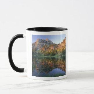 Mug L'UTAH. LES Etats-Unis. Mt. Magog reflété dans